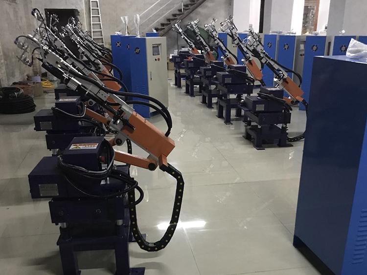 自主研发生产机械手及生产流水线